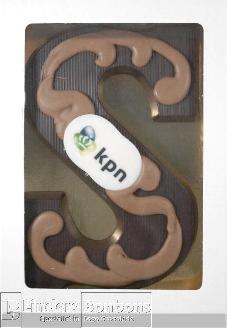 Chocoladeletter puur met logo en garnering